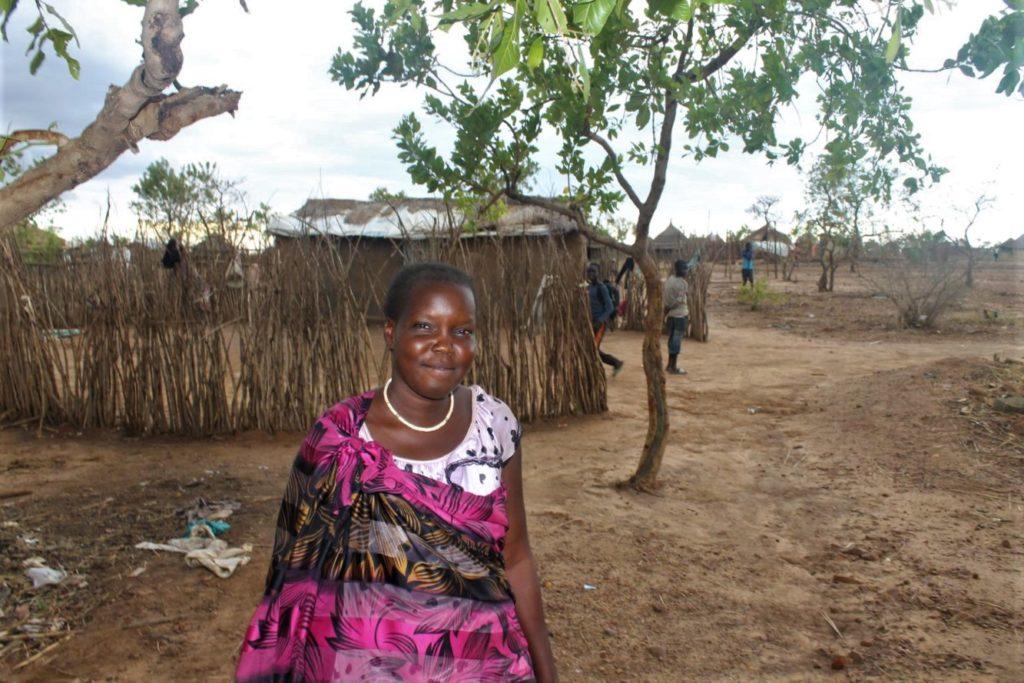 Eteläsudanilainen pakolainen Sarah Adjumanin pakolaisasutusalueella Ugandassa