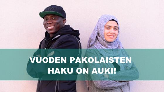 Vuoden pakolaisten haku on auki! Kuvassa Vuoden pakolaiset 2019, Nourdeen Toure ja Rand Mohamad Deeb, hymyilevät kameralle.