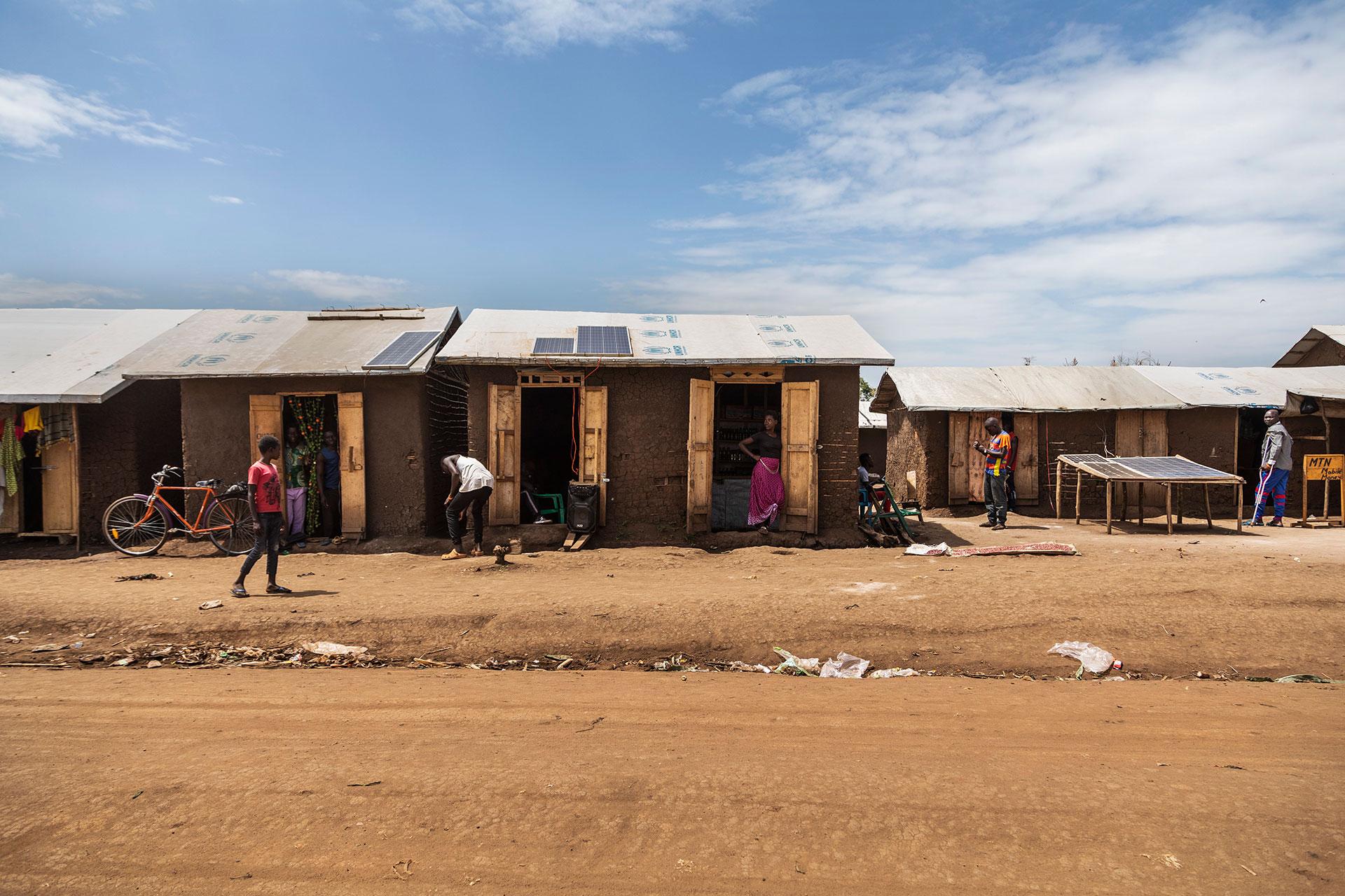 Kyläläisiä Ugandassa