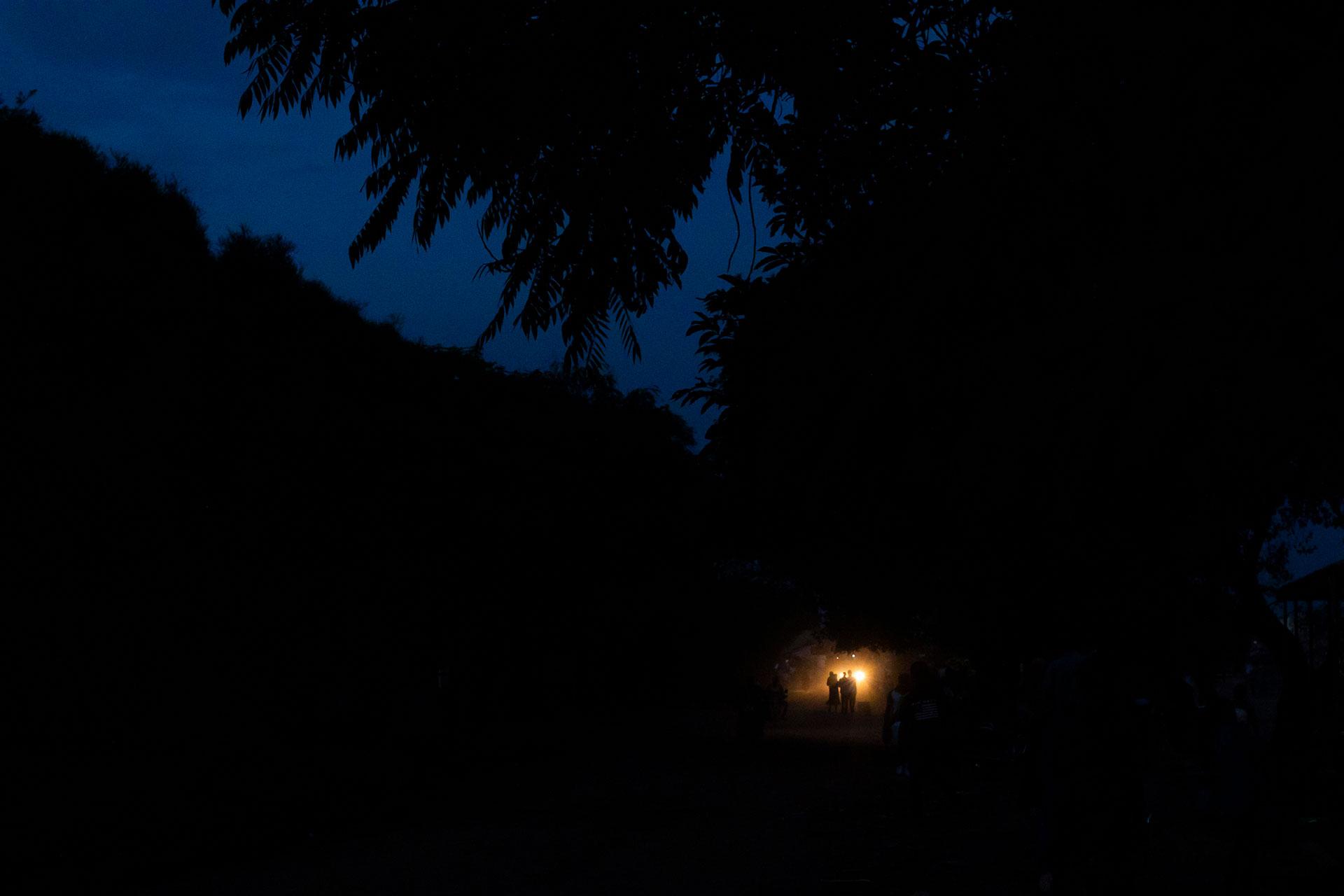 Valo pimeydessä