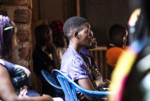 Pakolaisavun hygieniakoulutukset Ugandassa ehkäisevät koronaviruksen leviämistä pakolaisleireillä.