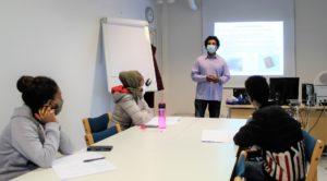 Yhteiskuntaorientaatio-kurssilaisia Keravan Careeriassa lokakuussa