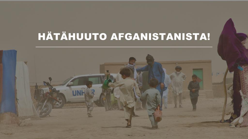 Kuvassa kaksi lasta kävelee hiekkaisen pakolaisleirin keskellä, taustalla näkyy telttoja ja muita ihmisiä. Kuvassa on teksti: Hätähuuto Afganistanista!